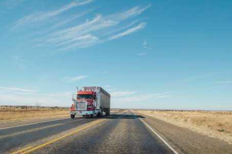 Comment démarrer une entreprise de camionnage avec un camion et pas d'argent